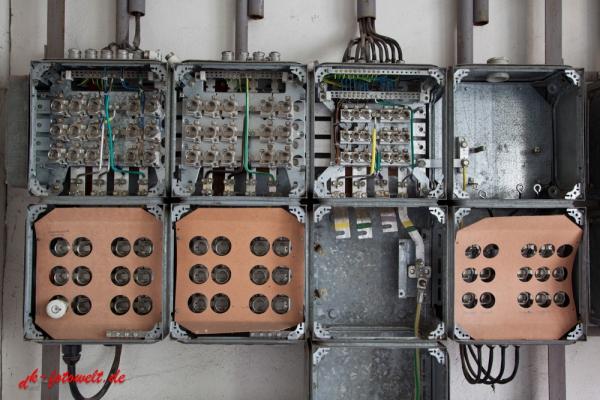 marode elektrotechnische Anlage DDR SNV Verteilung